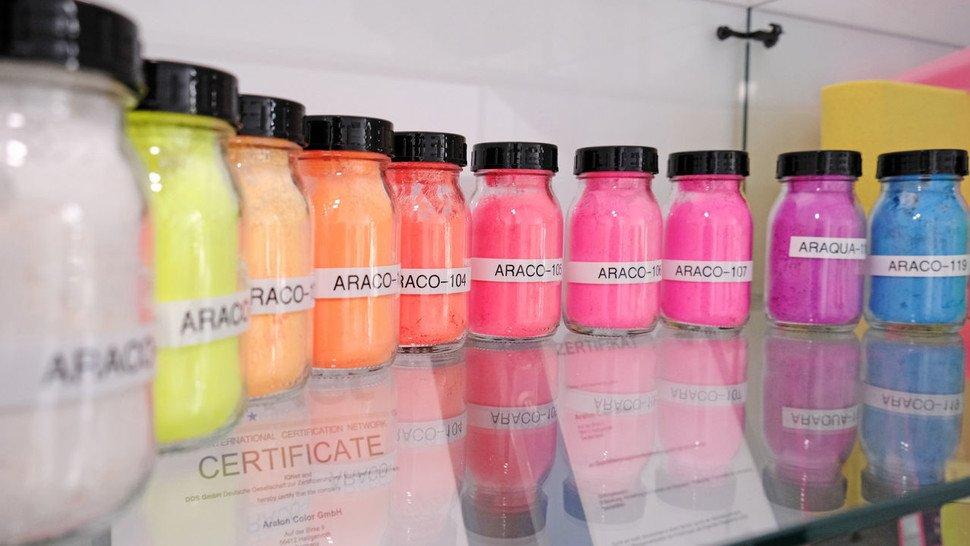 Aralon Color ummantelt Farbstoffe mit Kunststoff.