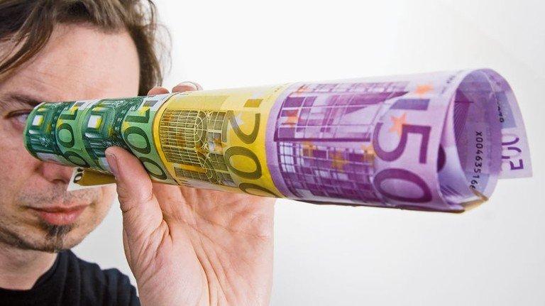 Blick in eine ferne Zukunft: Die Rente ist sicher – aber wie hoch wird sie sein? Foto: Roth