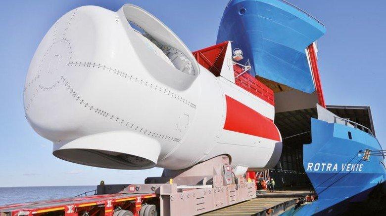 Schwerlast: Ein Maschinenhaus beim Verladen auf ein Spezialschiff. Foto: Siemens Gamesa