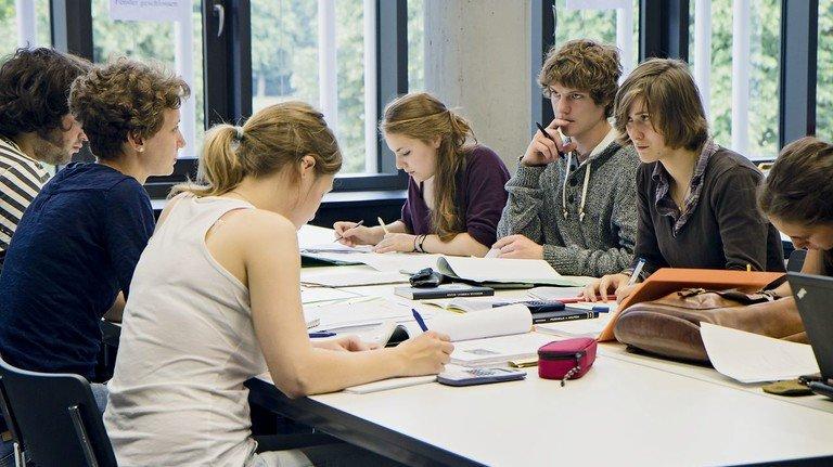 Erfolgreich: Duale Studiengänge kommen beim Nachwuchs sehr gut an.