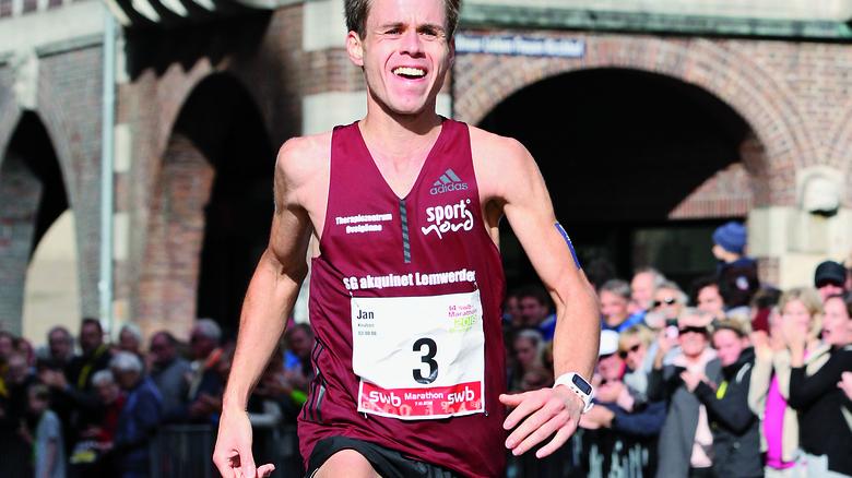 Sieg in Bremen: Marathonläufer JanKnutzen von Premium Aerotec in Nordenham. Foto: meine-sportfotos-de/Lena Gebhardt