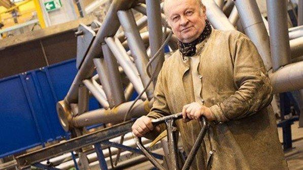 Bald 60: Der Schweißer Josef Nowak ist schon seit 33 Jahren bei Liebherr. Foto: Straßmeier