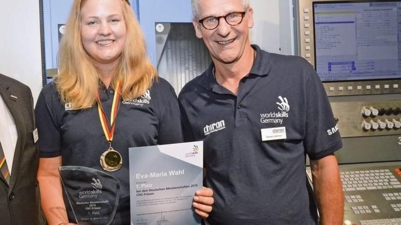Hat es allen gezeigt: Siegerin Eva-Maria Wahl mit ihrem Ausbilder Rainer Liehner. Foto: Mierendorf