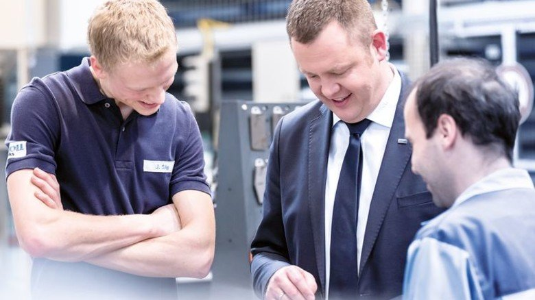 Überzeugt von Industrie 4.0: Knoll-Abteilungsleiter Joachim Riebsamen (Mitte) mit Mitarbeitern. Foto. Werk