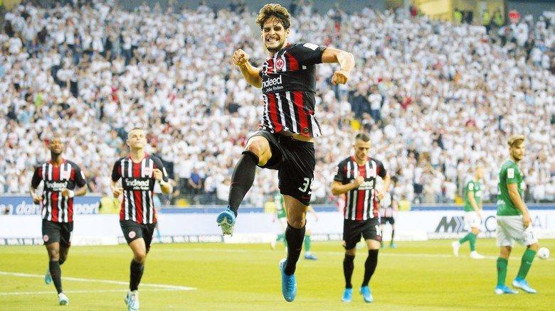 Vorbild für die M+E-Azubis: Eintracht Torjäger Goncalo Paciencia traf im Spiel gegen Tallinn gleich zweimal – an seinem Geburtstag.
