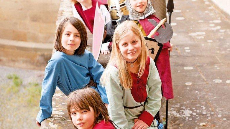 Mitmachausstellung: Kinder spielen Ritter und Burgdamen. Foto: Landesmuseum Württemberg