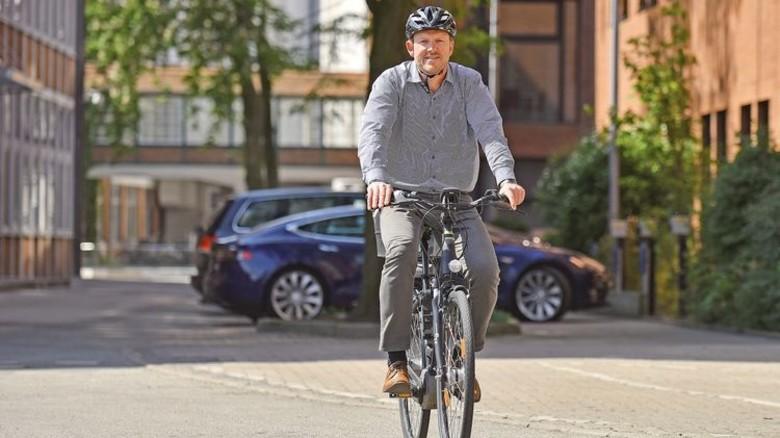 Umweltbewusst: Auch für seine Kollegen bei Dräger ließ der Ingenieur Räder anschaffen. Foto: Christian Augustin