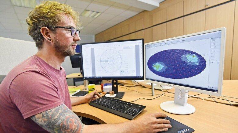 Individuell: Dennis Lewerenz designt am PC jedes Dach entsprechend der jeweiligen Anforderungen.