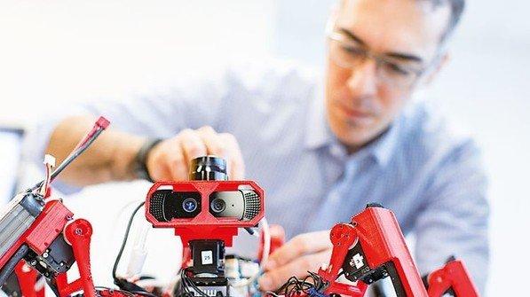 Flink: Diese Spinnenroboter erledigen Arbeiten im Team. Foto: Werk