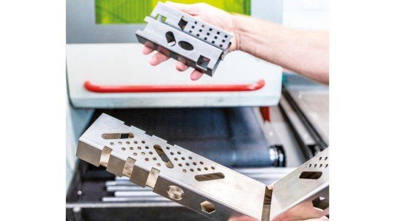 Effizient: Mit der Laseranlage werden komplizierte Teile schnell fertig. Foto: Roth