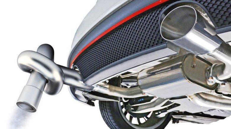 Vertrackte Aufgabe: Auto-Hersteller sollen Klimaschutz einen noch strengeren Grenzwert einhalten. Fotos: Shutter Stock (2); Montage: Lang