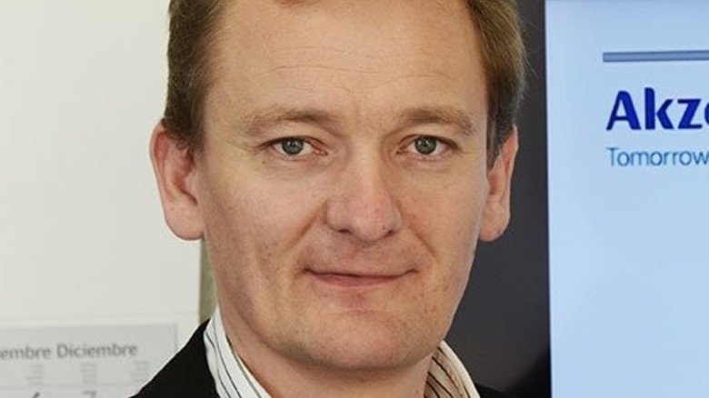 """""""Unser Weltmarkt-Anteil liegt über 50 Prozent."""" Dirk Stöppler, Werkleiter von AkzoNobel in Greiz.  Foto: Sturm"""