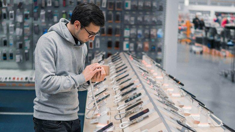 Qual der Wahl: Wer sich ein neues Handy leistet, sollte sich Gedanken darüber machen, wie viel Technik drinstecken soll.
