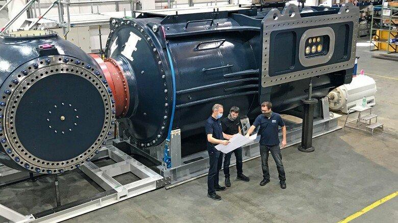 Kraftpaket: Die mächtige SKF-Tidenturbine bei der Abnahme durch Orbital Marine Power.