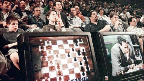 """1996/97: Computer """"Deep Blue"""" berechnet 200 Millionen Schachstellungen pro Sekunde und besiegt Weltmeister Garri Kasparow."""