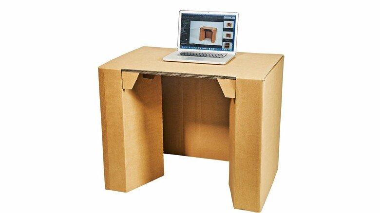 Unterstützt im Homeoffice: Für den platzsparenden Schreibtisch aus Wellpappe gab es einen Sonderpreis.