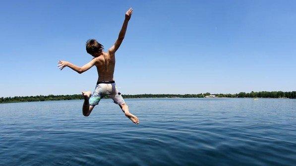 Abtauchen: Unter Wasser warten Schiffs- und Flugzeugswracks. Foto: dpa