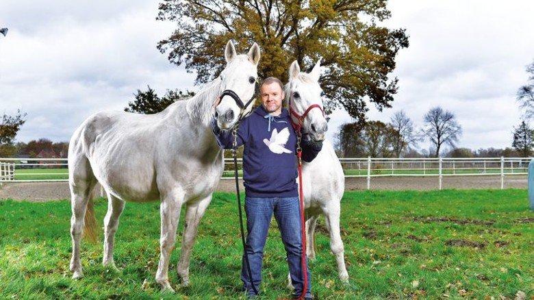 Gute Tat: Die zwei Pferde verbringen bei Kallergis ihren Lebensabend. Foto: Augustin