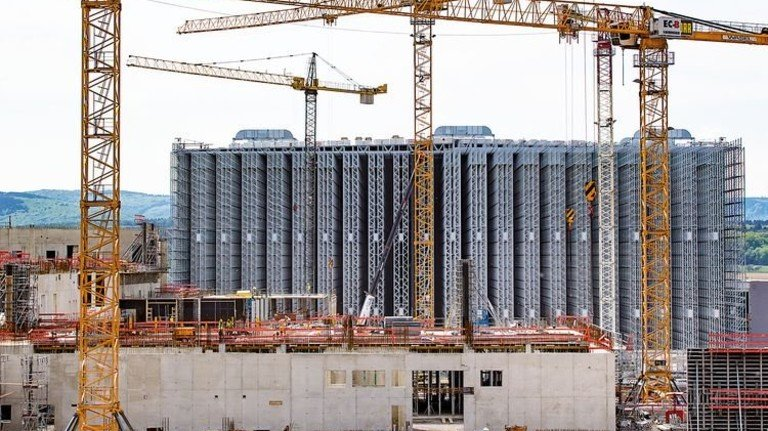 Gewerbe: Der neue Firmensitz der Haribo-Zentrale in Grafschaft bei Bonn. Foto: dpa