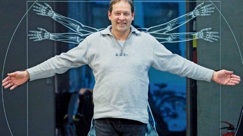 Sorgt für Durchblick: Markus Vester vor einer Ganzkörperaufnahme. Foto Karmann