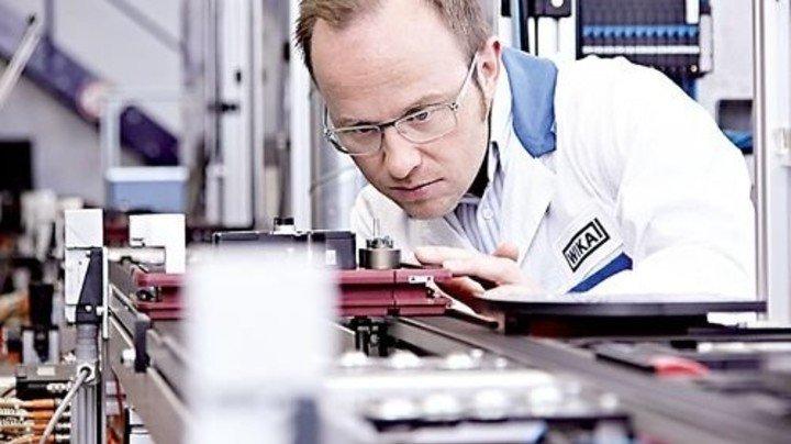 Produktion bei WIKA: Messtechnik made in Bayern muss für den US-Markt nochmals zertifiziert werden. Foto: Werk