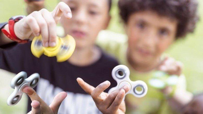 """Dreh dich: """"Fidget Spinner"""" sind derzeit bei Kindern voll angesagt. Foto: dpa"""