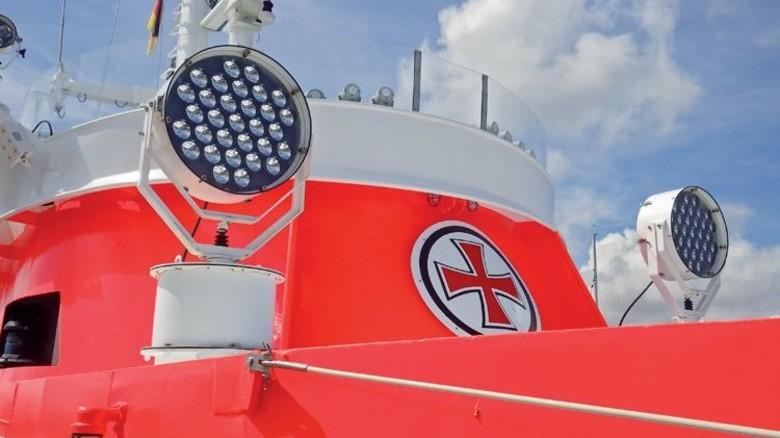 Seenotretter-Schiff: Starke Leuchten sind hier unerlässlich. Foto: Deutsche Gesellschaft zur Rettung Schiffbrüchiger (DGzRS)