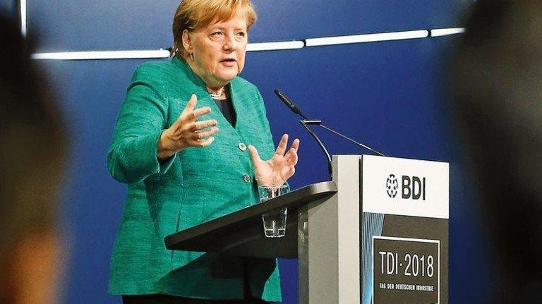 """""""Wir können uns nicht einfach von der Welt abkoppeln"""". Bundeskanzlerin Angela Merkel beim Tag der Deutschen Industrie. Foto: dpa"""
