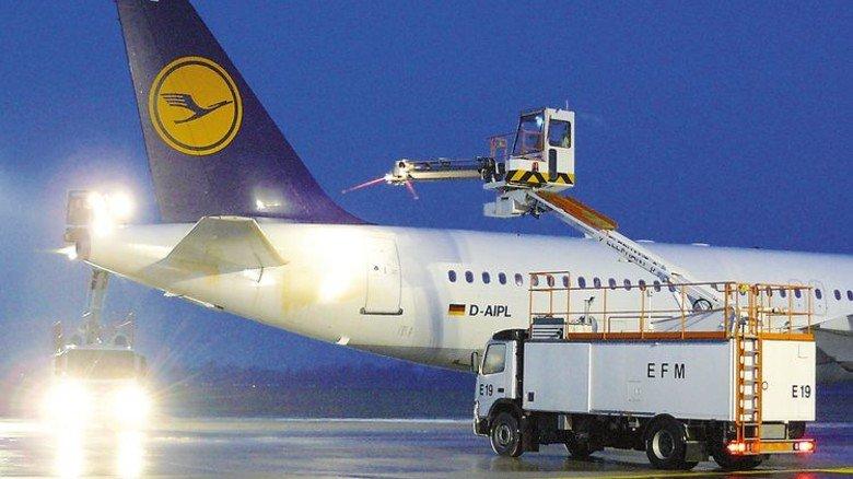 Von früh bis spät: Es wird gearbeitet, bis der letzte Flieger sicher gestartet ist. Foto: EFM