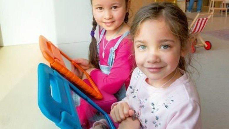 Schülerinnen in Holland: Digitales Lernen ist hier schon weitverbreitet. Foto: Straßmeier