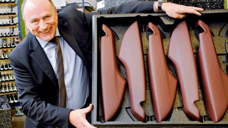 Sicherer Transport: Chef Udo Schmitz zeigt eine Ladebox aus EPP. Foto: Wirtz