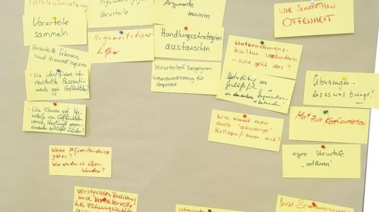Workshop: Auf den Kärtchen stehen die Erwartungen der Teilnehmer. Foto: RKW