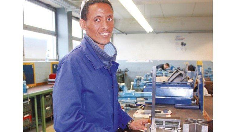 Ist schon einen Schritt weiter: Ermias Muluberhan wird jetzt eine Metall-Ausbildung machen. Foto: Finster
