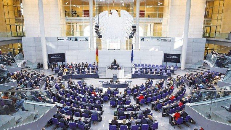Der Bundestag: Experten warnen vor einer Beeinflussung der Wahl durch Fake News. Foto: Trutschel/Deutscher Bundestag
