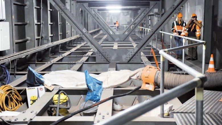 Stahl-Gewirr: Im Bauch der maroden Rheinbrücke bei Leverkusen. Foto: Ullstein