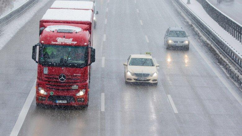 Gefährlich: Wenn Schnee oder Eis herunterfallen, kann es brenzlig werden.