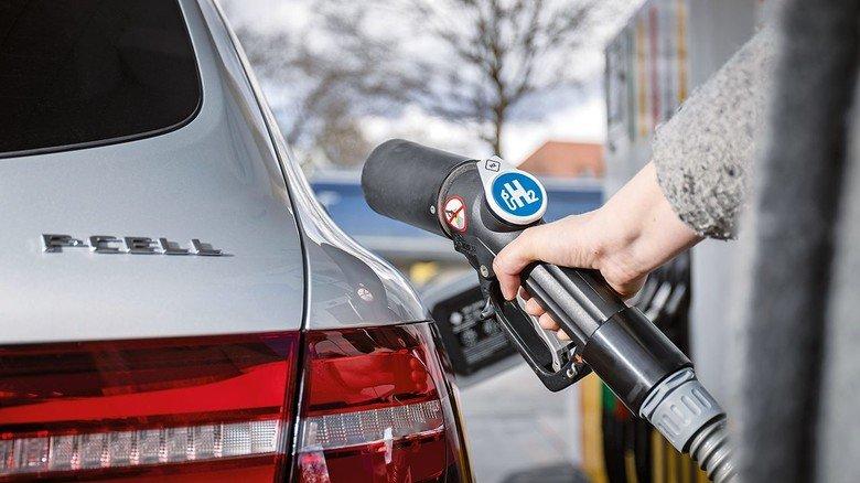 Rein mit dem Wasserstoff! Das Tanken geht so schnell wie beim Diesel oder Benziner.
