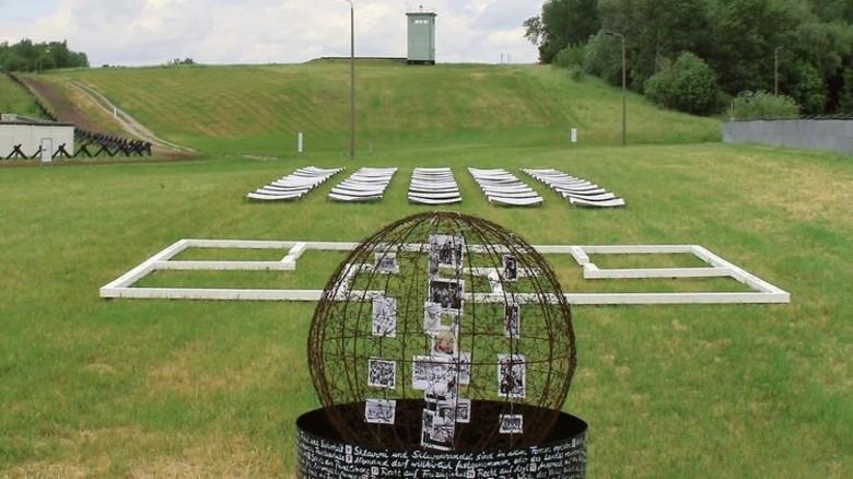 Mahnmal: Mit diesem Werk erinnert Steinbrecher an die Zwangsaussiedlungen in der DDR. Foto: Privat