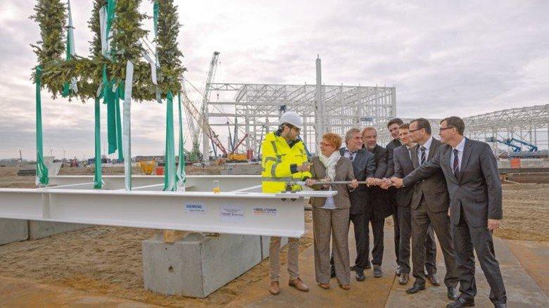 In Cuxhaven: Siemens feierte Richtfest für sein neues Offshore-Turbinenwerk. Foto: Werk