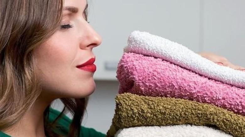 Tief einatmen: Frische Wäsche muss gut riechen. Foto: Fotolia