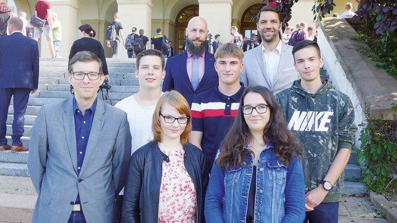 Neuer Azubi-Jahrgang: Der Nachwuchs zwischen Personalchef, Ausbildungskoordinator und Betriebsratsvorsitzendem.