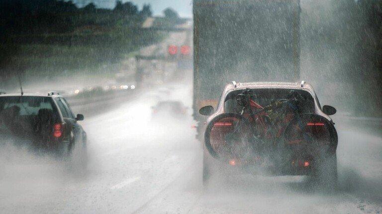 Starkregen: Auch wenn er nicht immer zu solch extremen Schäden führt wie Mitte Juli in NRW, ist er doch stets gefährlich.
