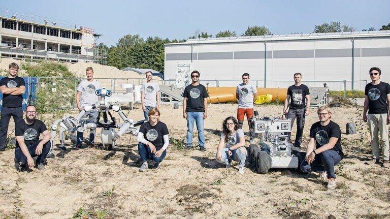 Agile Truppe: Einige Teilnehmer des Projektteams bei den gemeinsamen Tests am DFKI in Bremen.