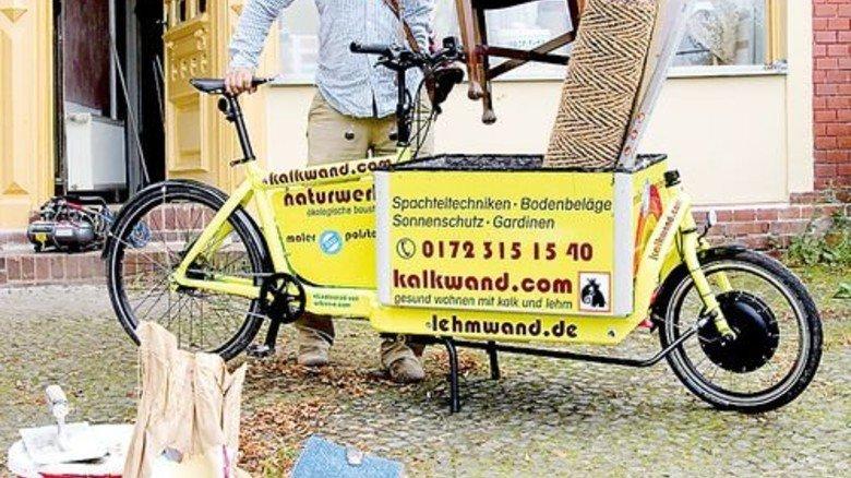 Platzwunder: Kleinhandwerker transportieren Material mit dem Rad bis vor die Haustür. Foto: ADFC