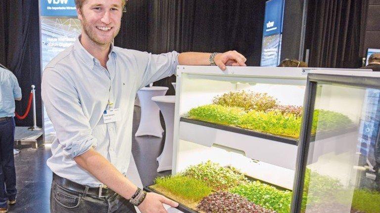 """Küchengarten: Der """"plantCube"""" lässt sich in Schrankwände integrieren. Foto: Bodmer"""