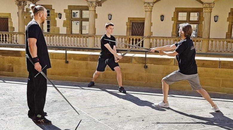 Begleitprogram: Übung im Schwertkampf. Foto: Veranstalter