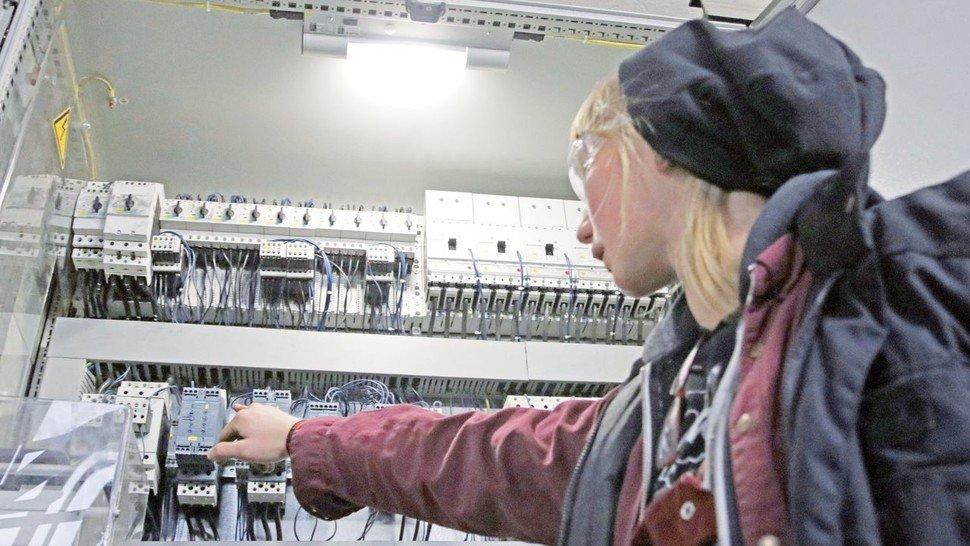 Im ersten Lehrjahr besuchte Müller die Gemeinschaftslehrwerkstatt.