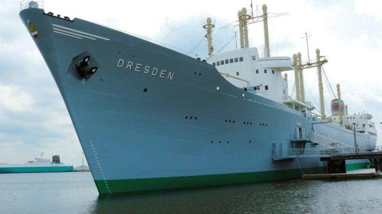 """157 Meter lang: Die """"Dresden"""" hat zu DDR-Zeiten mehr als 70 Häfen angelaufen. Foto: Schiffbau- und Schifffahrtsmuseum"""