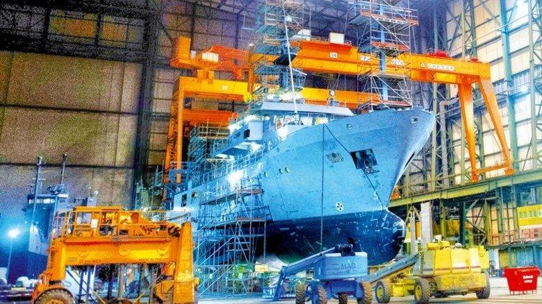 Made in Germany: Marineschiff in der Halle von MV Werften in Stralsund. Foto: dpa