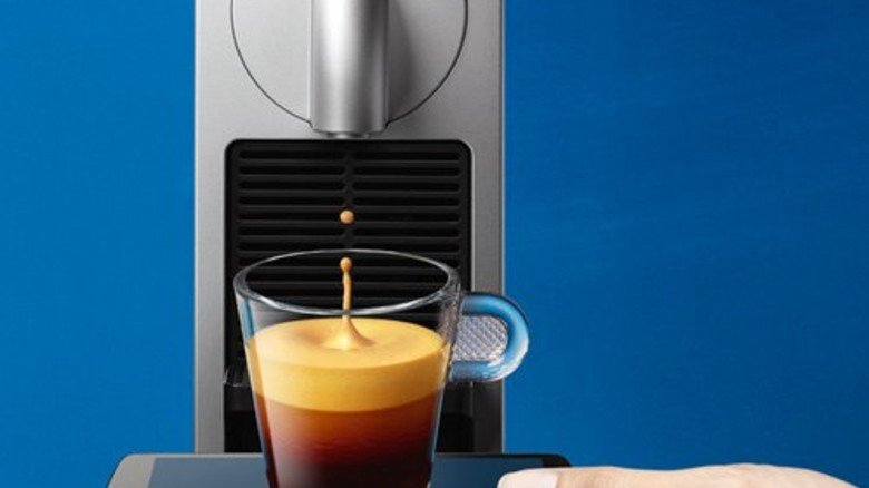 Smart: Mit einer App lässt sich der Kaffee zur gewünschten Uhrzeit zubereiten. Foto: Nespresso